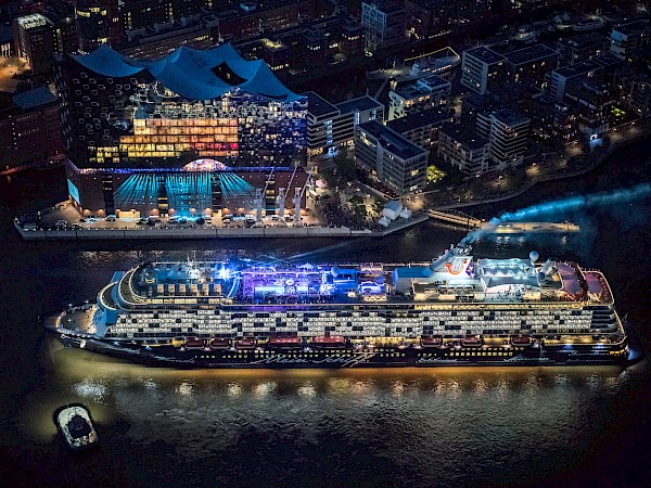 "A unity of sound and light: Elbphilharmonie Hamburg launches ""Mein Schiff 6"" cruise liner"